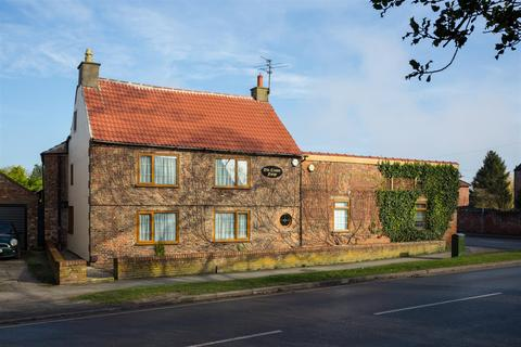 4 bedroom house for sale - Station Road, Haxby, York