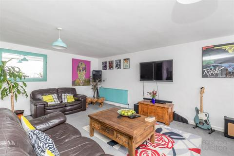 2 bedroom flat for sale - Sussex Court, Eaton Road, Hove