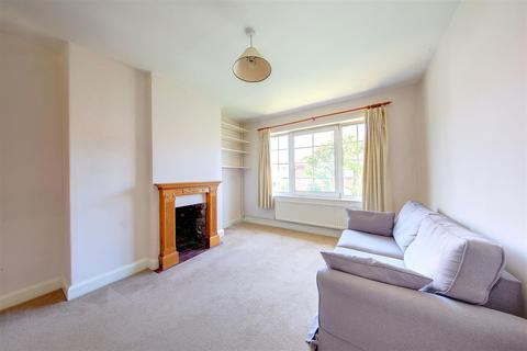 2 bedroom maisonette for sale - Godley Road, London