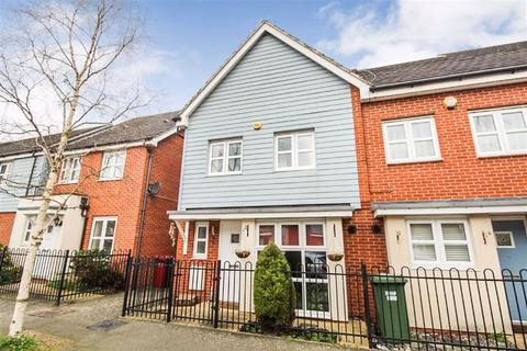 3 bedroom end of terrace house for sale - Eltham Avenue, Slough