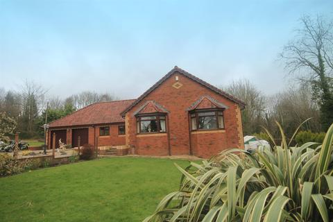 4 bedroom detached bungalow for sale - Court Road South, Caerphilly