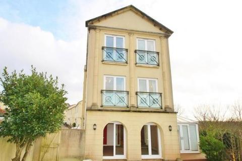 4 bedroom semi-detached house to rent - Aberdeen Avenue, Manadon Park, Plymouth, PL5 3UW