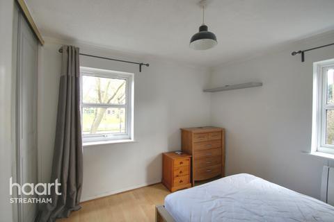 2 bedroom flat for sale - Riggindale Road, London