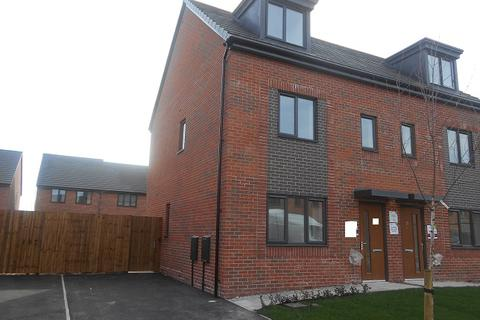 3 bedroom semi-detached house to rent - Blossom Way, Salford M6