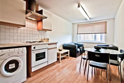 3 bedroom property to rent - 205 Clarendon Road