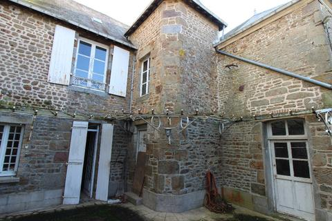 5 bedroom semi-detached house - Gorron