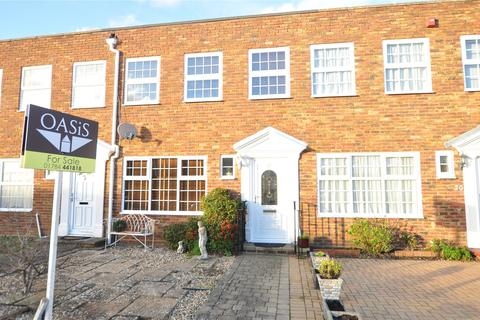 3 bedroom terraced house for sale - Shaftesbury Crescent, Staines-upon-Thames, Surrey, TW18