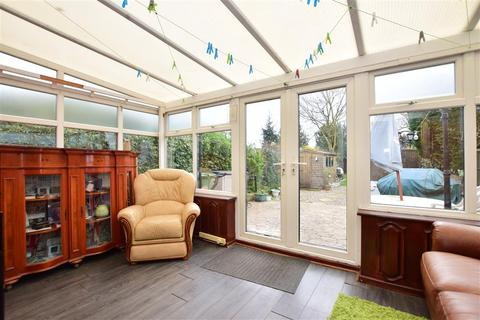 3 bedroom semi-detached house for sale - Hayburn Way, Hornchurch, Essex