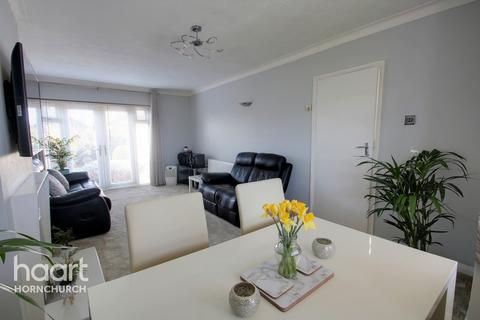 3 bedroom semi-detached house for sale - Abbs Cross Lane, Hornchurch