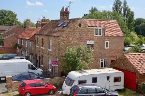 4 bedroom end of terrace house for sale - The Square, Yapham