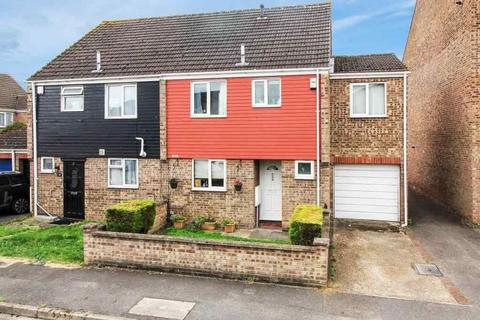 4 bedroom semi-detached house for sale - Rochford Gardens, Slough