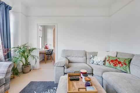3 bedroom flat for sale - Badminton Road, London SW12