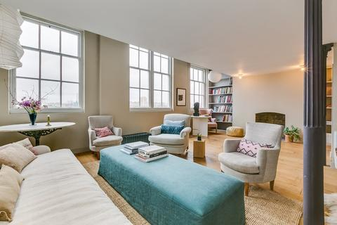 2 bedroom flat for sale - The Village, London, SW11