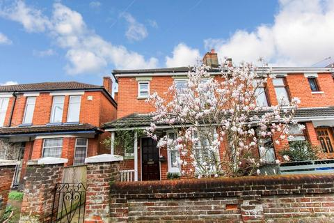 3 bedroom semi-detached house for sale - Ampthill Road, Shirley, Southampton, SO15
