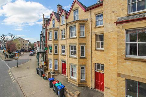 2 bedroom flat for sale - High Street, Llandrindod Wells, LD1