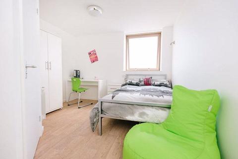 Studio to rent - *STUDIO FLAT LANSDOWNE* AVAILABLE NOW