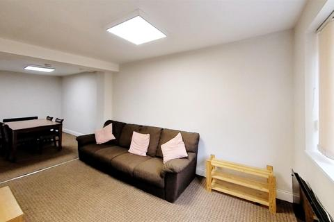 4 bedroom house to rent - Hartopp Road, Leicester