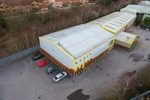 Warehouse to rent - Invar Road, Swinton, Manchester