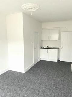 Studio to rent - Eastern Avenue, Ilford, Essex, IG2