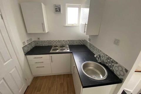 2 bedroom flat to rent - Royal Lane, West Drayton