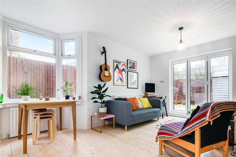 2 bedroom flat for sale - Trundleys Road, London, SE8