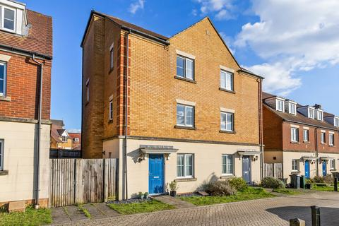 4 bedroom townhouse for sale - Intelligence Walk, Repton Park, Ashford