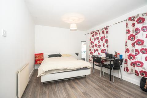 Studio to rent - Salmon Lane, London, E14 7PQ