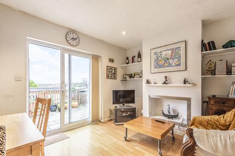 2 bedroom detached bungalow for sale - Upper Hale Road, Farnham