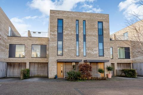 4 bedroom semi-detached house for sale - Kingfisher Gardens, Trumpington, Cambridge