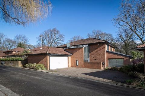 4 bedroom detached house for sale - Lindisfarne Close, Jesmond, Newcastle upon Tyne