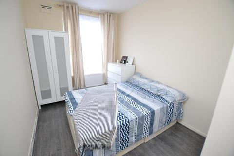 1 bedroom flat share to rent - Empson Street, London, E3 3LY