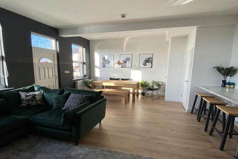 1 bedroom house share to rent - Stanningley Road, Bramley, Leeds