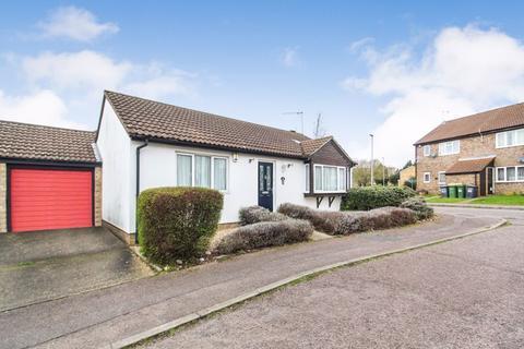 2 bedroom detached bungalow for sale - Repton Close, Luton