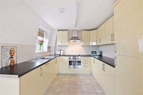 2 bedroom flat for sale - Downham Way, Bromley, Kent