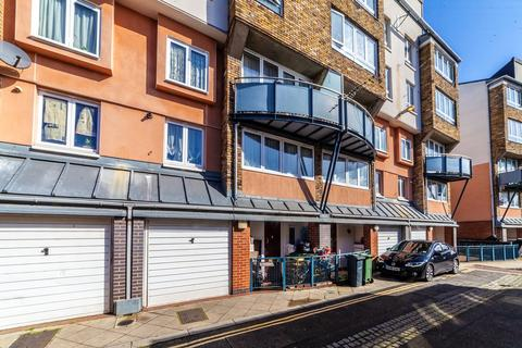 3 bedroom townhouse for sale - Navarre Road, London, SW9