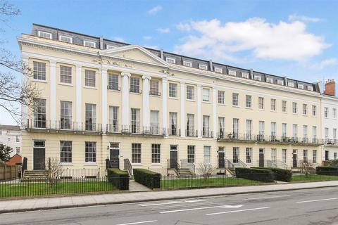 2 bedroom apartment for sale - Evesham Road, Pittville, Cheltenham