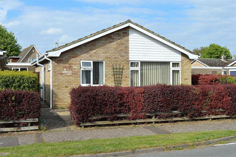 2 Bedrooms Detached Bungalow for sale in Vicarage Walk, Watton, Thetford