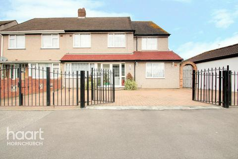 5 bedroom semi-detached house for sale - St Andrews Avenue, Hornchurch