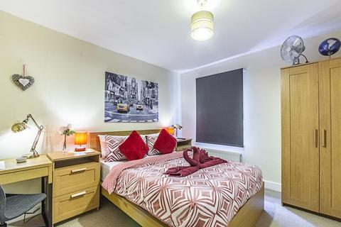 1 bedroom house share to rent - Greyhound, Hammersmith, London