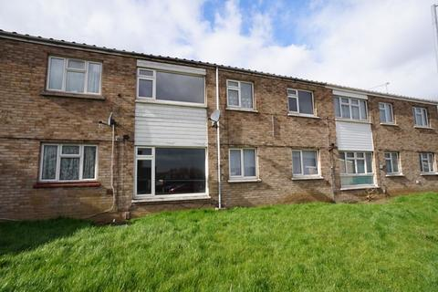 3 bedroom terraced house for sale - Limeslade Close, Stanford-Le-Hope