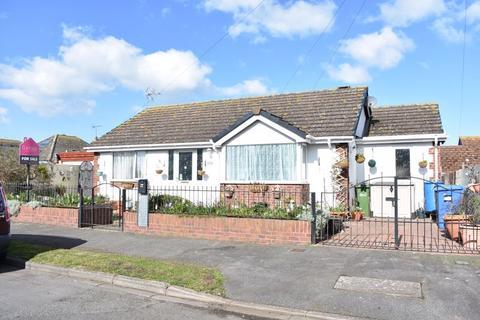 2 bedroom detached bungalow for sale - Warren Drive, Prestatyn