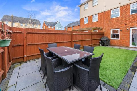 4 bedroom townhouse for sale - Parritt Road, Redhill