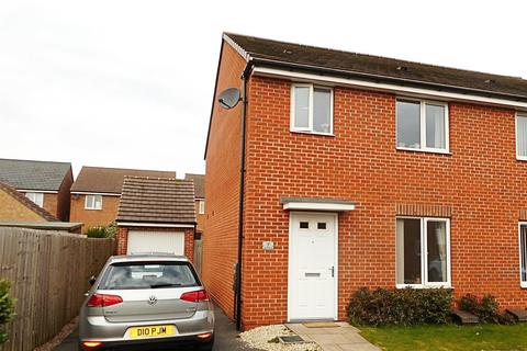 3 bedroom semi-detached house for sale - Lakelot Close, Willenhall