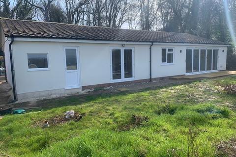 3 bedroom detached bungalow to rent - Woodside, Common Road, Whiteparish