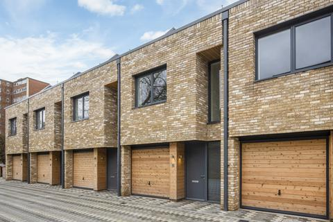 4 bedroom detached house to rent - Helena Close, Wandsworth, London, SW19