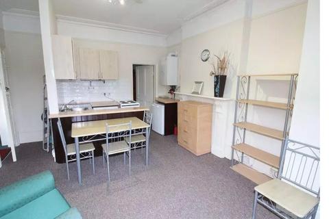 1 bedroom flat - Meadowcroft Road N13