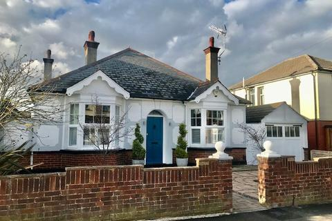 3 bedroom bungalow for sale - First Avenue, Gillingham, Kent, ME7