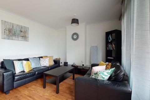 3 bedroom apartment to rent - Kingward House, Shoreditch, E1