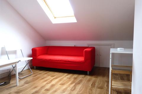 Studio to rent - Leopold Road, London, N2
