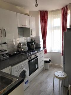 3 bedroom flat to rent - Grenoble Gardens N13